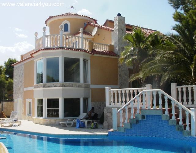 Alquiler en valencia villamarchante apartamento en for Apartamentos con piscina en valencia