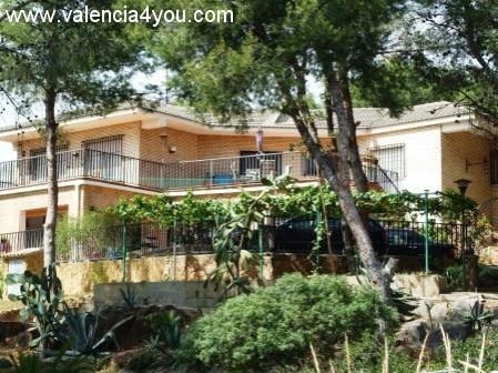 Alquiler en valencia villamarchante apartamento en for Alquiler villas con piscina privada