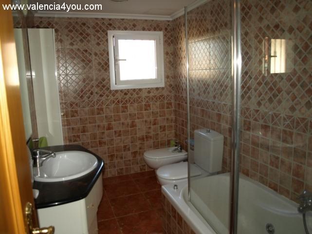 Venta en valencia chiva sierra perenchiza casa de for Apartamentos con piscina en valencia