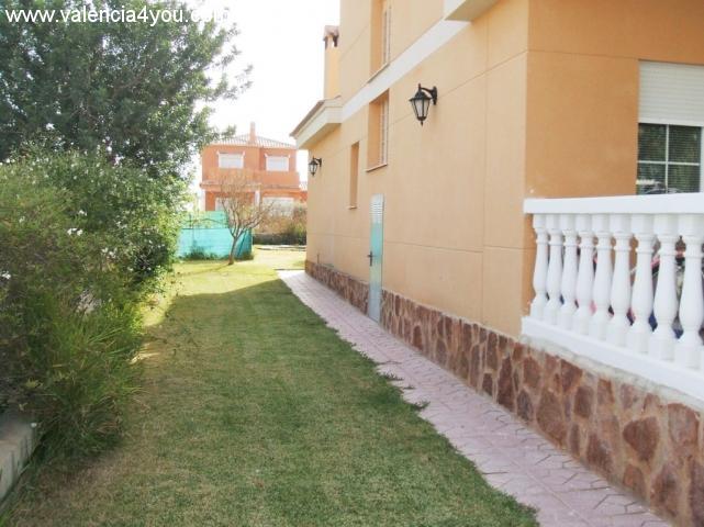 Venta en valencia lliria casa unifamiliar en parcela for Apartamentos con piscina en valencia