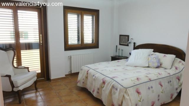 Venta en valencia rocafort casa unifamilar en for Apartamentos con piscina en valencia