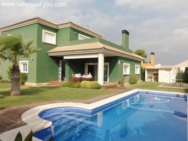 Venta en valencia betera hermosa casa unifamilar con for Apartamentos con piscina en valencia